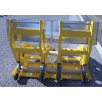 Quality Protecting Road Worker Aluminum Mobile Vehicle Barrier With Rubber Wheels for sale