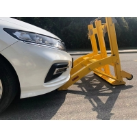 Quality Yellow Shock Absorption Portable Vehicle Barricades Collapsible for sale
