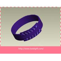 Quality Cheap eco-friendly fashion custom embossed silicone wristband for sale