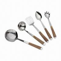 Quality 7-piece Stainless Steel Kitchenware Set with Wooden Handle for sale