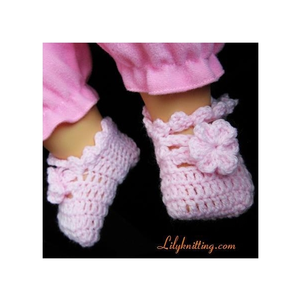 FLOWER PATTERN BABY SHOES Free Baby Patterns