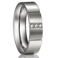 China stainless steel white gold wedding rings for ladies on sale