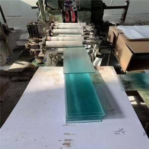 China Clear or transparent window louvre glass manufacturer price